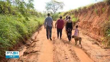 Lama em estrada rural prejudica moradores de Caiabu - Prefeitura alega que realiza manutenção de vias.