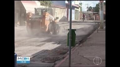 Obras de recapeamento do asfalto chega a bairros em Montes Claros - Projeto de mobilidade urbana teve início na região central da cidade.