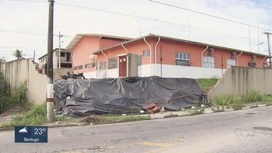 Prefeitura de São Vicente diz que reconstrução de muro dos bombeiros começa na segunda - O muro caiu em janeiro deste ano e uma outra parte também se desfez na última semana.