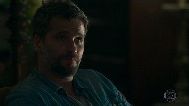 Gabriel afirma para Murilo que vai abrir o casarão ao público - Guardião-mor fica perplexo ao saber das confusões que a chegada da internet causou em Serro Azul