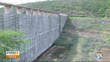 Governo Federal divulga novo prazo para conclusão das obras na barragem de Jucazinho - Reservatório está com apenas 2,78% da capacidade total; atualmente 11 cidades do Agreste, são abastecidas pela barragem.