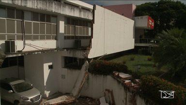 Fachada do prédio da Secretaria de Saúde desaba em São Luís - A Secretaria de Estado da Saúde (SES) informou que não há feridos e que o prédio foi evacuado por medida de prevenção.