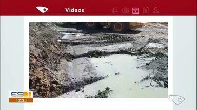 Problemas continuam em terreno no bairro Três Barras, em Linhares, ES - Moradores haviam denunciado mato alto, mas agora é o esgoto que incomoda.
