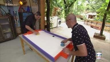 Aprenda a fazer um hóquei de mesa em casa - Adilson dá o passo a passo para você construir a nova versão de um brinquedo clássico e divertido