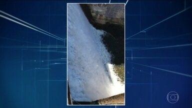Risco de rompimento de barragem obriga moradores de Rio Preto (MG) a saírem de casa - Nível da barragem de subsidiária da Vale na zona rural da cidade aumentou por causa da chuva.