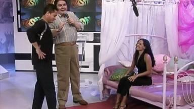 Relembre a participação de Leonardo no 'Astro Por Um Dia' - Cantor contracenou com Mônica Carvalho no quadro em 2001