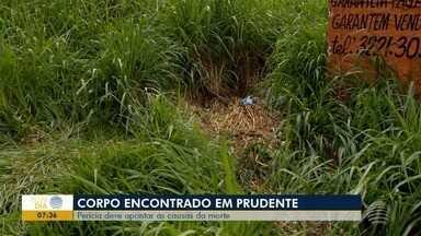 Laudos devem apontar causa da morte de homem encontrado em terreno baldio - Corpo dele foi encontrado no sábado (16), em Presidente Prudente.
