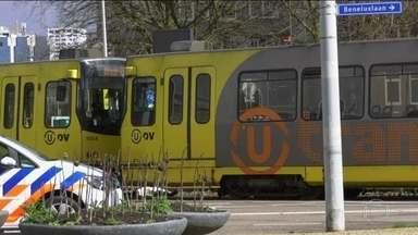Homem armado ataca a tiros passageiros de bonde na Holanda - A polícia considera a possibilidade de terrorismo. O homem começou a atirar indiscriminadamente contra passageiros de um bonde elétrico perto da praça 24 de Outubro.