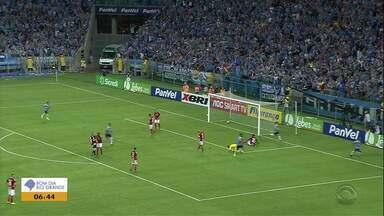 Com um a mais desde o primeiro tempo, Grêmio vence o Gre-Nal dos reservas na Arena - Tricolor surpreendeu ao entrar em campo também com os suplentes e ainda se favoreceu da expulsão do colorado Nonato, no primeiro tempo, para superar o rival e garantir o primeiro lugar no Gauchão