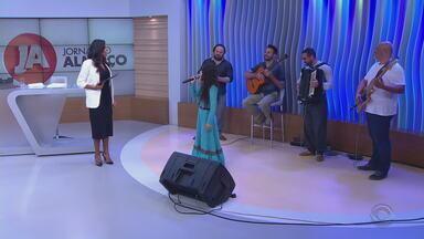 Luiza Barbosa, a gauchinha de Sapiranga, está na próxima fase do The Voice Kids - Ela se classificou com 46% dos votos e continua pedindo apoio para as quartas de final do programa.