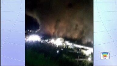 Incêndio atinge fábrica da Maxion em Cruzeiro - Chamas começaram na madrugada desta segunda (18).