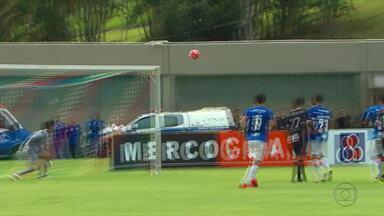 Em segundo no Mineiro, Cruzeiro volta aos treinos após vencer e rebaixar o Tupi-MG - Jogando em Juiz de Fora, time de Mano Menezes vence por 3 a 0 e sobe na tabela do Estadual