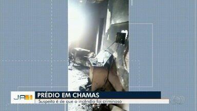 Incêndio assusta moradores de prédio do Setor Pedro Ludovico, em Goiânia - Suspeita é que tenha havido briga entre namorados e que um deles botou fogo no apartamento.