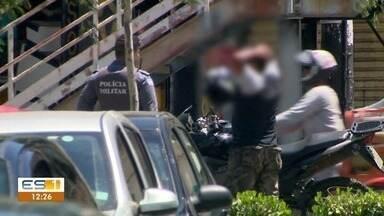 Polícia recupera moto roubada e prende um suspeito em Vitória, ES - Moto foi recuperada pela polícia na Avenida Vitória, na Capital.