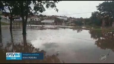 Mogi Guaçu registra pontos de alagamento depois de temporal - Córrego dos Macacos transbordou. Na Avenida Padre Jaime, no bairro Itamaraty, água chegou a transpor a ponte.