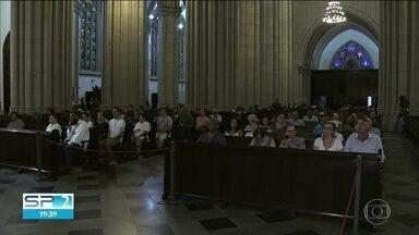 Arcebispo de São Paulo celebra missa em memória das vítimas do ataque à escola em Suzano - Catedral tem missa pelas vítimas de Suzano. O arcebispo Dom Odilo Scherer presidiu a cerimônia católica.