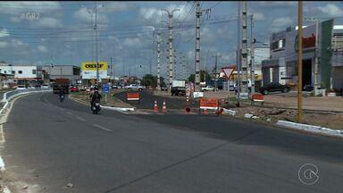 Vias laterais da Avenida 7 de Setembro estão interditadas em Petrolina - O motivo é a obra de restauração do pavimento