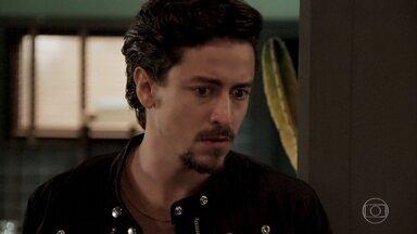 Jerônimo pensa em Vanessa - Preocupado com as ameaças anônimas que vem recebendo, Jerônimo quebra um porta-retrato com uma foto do ex-casal