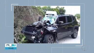 Colisão entre carro e moto deixa um morto na BR-116 - Assista a seguir.
