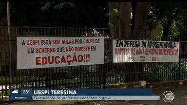 Quase todos os professores e servidores da UESPI aderem a greve - Quase todos os professores e servidores da UESPI aderem a greve