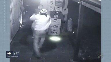 Dupla suspeita de matar jovem de 15 anos durante assalto a bar em MG é presa em Rio Claro - Dupla suspeita de matar jovem de 15 anos durante assalto a bar em MG é presa em Rio Claro