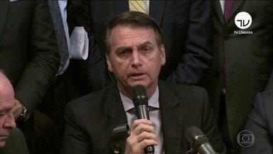 Bolsonaro entrega projeto de aposentadoria dos militares no Congresso - Projeto engloba reestruturação das carreiras do setor. Proposta prevê aumento de alíquota e tempo maior na ativa. Confira as reações dentro do Congresso.