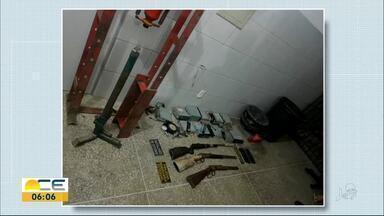 Suspeito de fabricar armas é preso em Itaitinga - Ele tinha três rifles enterrados no quintal de casa e carregadores de fuzil.