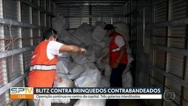 Operação de combate a pirataria de brinquedos apreende mais de 2 mil volumes - Fiscais da prefeitura e técnicos da Receita Federal já recolheram mais de 2 mil volumes, sacos e caixas, com brinquedos falsificados e contrabandeados no centro de São Paulo.
