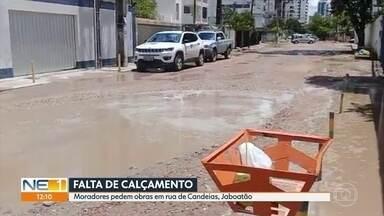 Moradores pedem calçamento em rua de Jaboatão dos Guararapes - Rua no bairro de Candeias está sem asfalto e é alvo da reclamação de moradores.