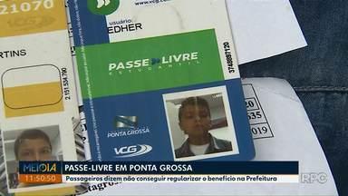 Passageiros dizem não conseguir regularizar Passe Livre em Ponta Grossa - Eles contam que estão tendo que pagar valor integral da passagem enquanto não conseguem resolver o problema.