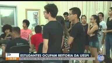 Estudantes ocupam reitoria da UESPI - Estudantes ocupam reitoria da UESPI