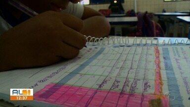 Pai de criança com autismo cobra auxiliar para a filha em sala de aula - A menina é aluna de uma escola estadual em Maceió; há mais seis alunos na escola que também precisam do acompanhamento.