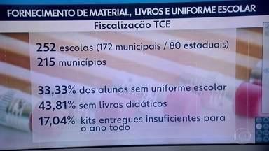 Relatório do TCE aponta problemas na entrega de uniformes escolares na rede estadual - 43% das escolas pesquisadas pelo Tribunal de Contas não receberam livros didáticos.