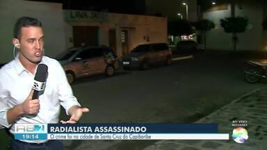 Radialista é morto a tiros enquanto saía do trabalho em Santa Cruz do Capibaribe - Locutor saía da rádio, no bairro São Cristóvão, quando foi assassinado.