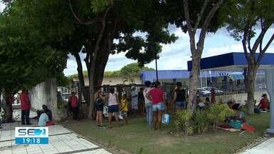 Famílias de ocupação vão à Prefeitura de Aracaju reivindicar pagamento de auxílio - Famílias da ocupação 'Novo Amanhecer', no Bairro Santa Maria, foram reivindicar o pagamento do auxílio moradia.
