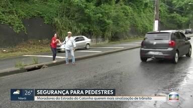 O RJ Móvel foi à estrada do Catonho, nessa sexta-feira - Os moradores cobram mais sinalização de trânsito no local.