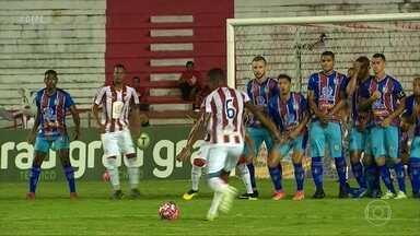Náutico ganha reforço na bola parada após gol marcado por Assis - Náutico ganha reforço na bola parada após gol marcado por Assis