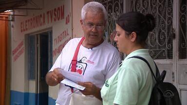 Morador de Butiá reúne grupo para fazer doação de sangue - Seu Manoel sai caminhando pelas ruas distribuindo panfletos que incentivam a doação de sangue.