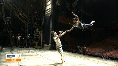 Billy Elliot, o Musical, estreou nesse mês na capital - O espetáculo conta a história de um menino que luta contra o preconceito para se tornar um bailarino. A temporada fica em cartaz até o dia 30 de junho