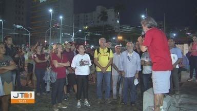 Trabalhadores realizam protesto contra a reforma da previdência em Santos - O ato reuniu vários trabalhadores na noite da última sexta-feira (22).