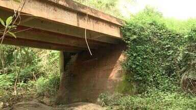 Agricultores reclamam das condições de uma ponte em São Pedro do Piauí - Agricultores reclamam das condições de uma ponte em São Pedro do Piauí