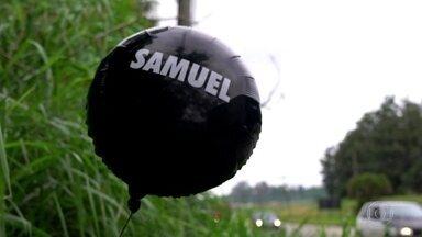 Balão de homenagem do Corinthians a vítimas de tragédia em escola vai parar em Suzano - Balão com o nome do jovem Samuel viajou por mais 17 km até ser encontrado por morador de Suzano, que o levou até o pai do menino.