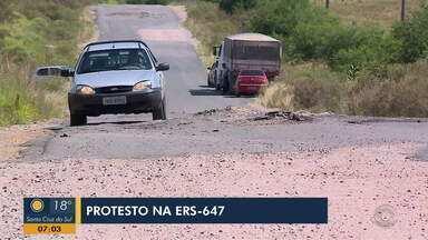 Moradores e produtores protestam por melhores condições da ERS-647, em Bagé - Trecho liga Bagé ao município de Aceguá.
