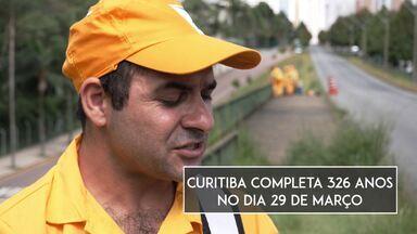 Na semana de aniversário de Curitiba, queremos saber qual palavra representa a cidade - Pra muita gente Curitiba é uma cidade limpa! Conheça o Vanderlei Correa, um dos 2100 trabalhadores que fazem a limpeza da capital