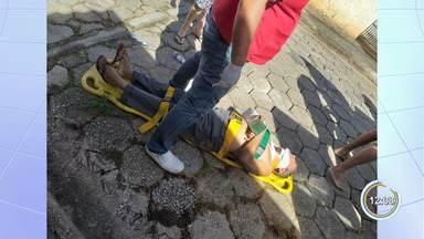 Casal de idosos cai em buraco enquanto caminhavam em calçada - Caso ocorreu na 9 de Julho em Paraibuna.