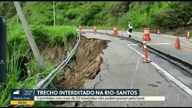 Trecho interditado na Rio-Santos - Caminhões com mais de 23 toneladas não podem passar pelo local