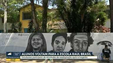 Alunos voltam para escola Raul Brasil - Há quase duas semanas 10 pessoas morreram em massacre no colégio de Suzano.