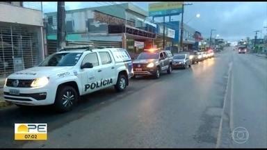 Polícia investiga quadrilha envolvida em fraudes e corrupção em Camaragibe - Operação Harpalo foi deflagrada na manhã desta terça (26).