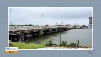 Ponte entre Imbé e Tramandaí no litoral norte do RS fica interditada para reforma - Vigas do local serão reestruturadas e as escoras da estrutura serão retiradas.