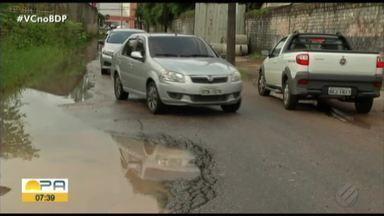 Moradores denunciam problemas com via em Ananindeua, no Pará - Na Rua Santa Maria, em Ananindeua, reclamam das condições da pista na qual os buracos impedem a circulação de veículos.